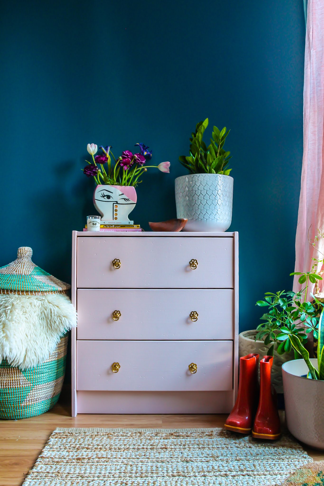 pink and blue decor // ikea Rast dresser hack // diy ikea Rast dresser // pink ikea Rast dresser // ikea hacks // blue and pink bedroom // colorful homes // colorful home inspo
