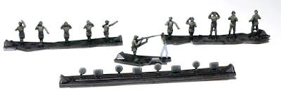 German Self-Propelled Gun Crew & Seated Passengers picture 2