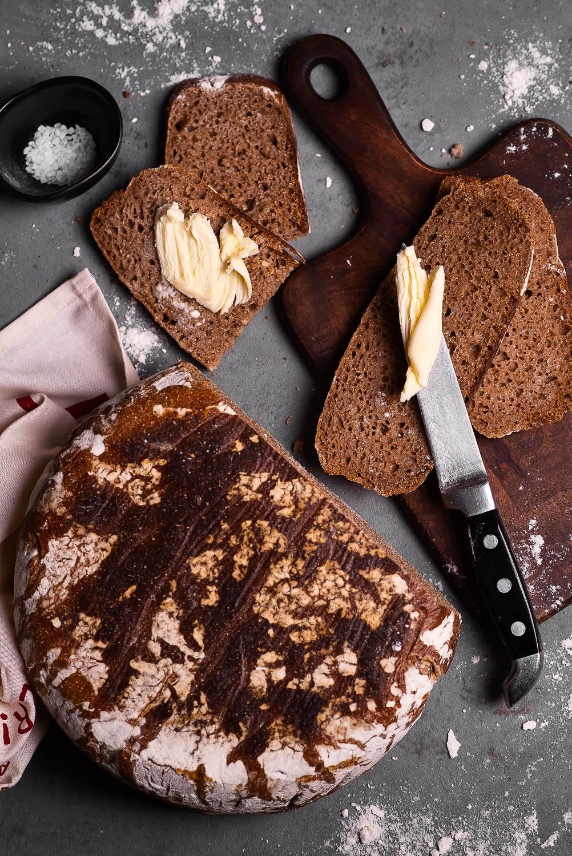 Chleb na zakwasie pełnoziarnisty