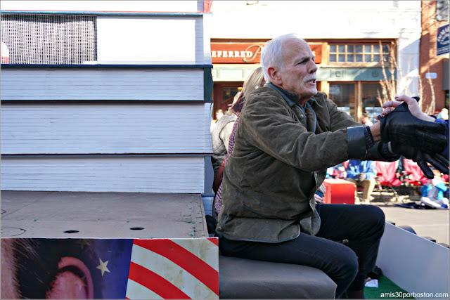 Randy Price en el Desfile de Acción de Gracias de Plymouth