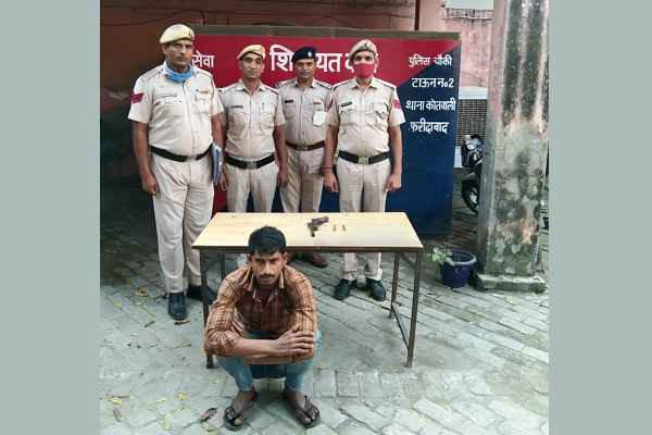 faridabad-nit-police-chowki-arrested-one-accused-with-weapon