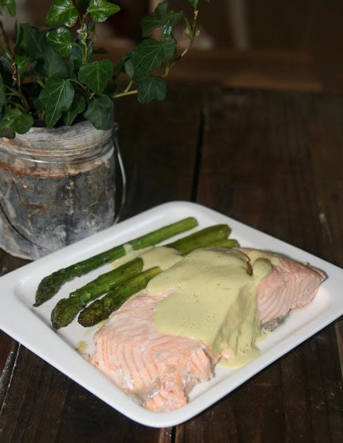 """alt=""""pavés de saumon sauce aux asperges"""""""