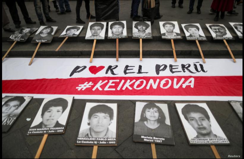 Una pancarta insta a no votar a favor de la candidata derechista de Perú, Keiko Fujimori, a quien relacionan con el pasado de su padre, el expresidente Alberto Fujimori y con las desapariciones ocurridas en la década de 1990 / REUTERS