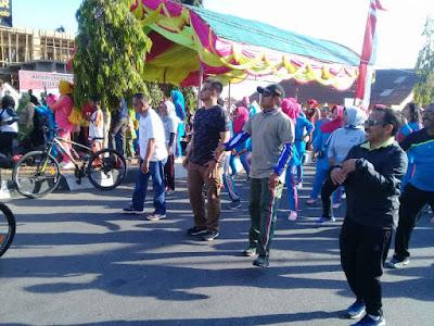 Kodim Namlea dan Pemkab Buru Gelar Jalan Santai HUT TNI