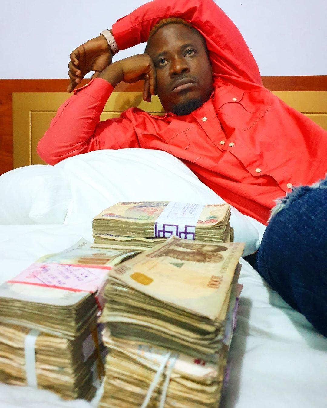 Jaywon shows off cash