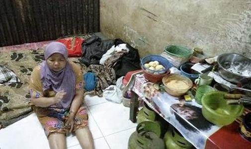 Ibu Penjual Warteg Ini Dapat Sumbangan 176 Juta Setelah Berjualan Di Siang Ramadhan