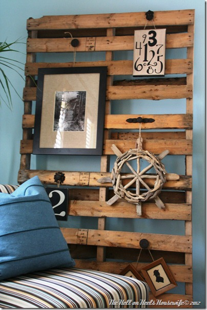 These recycled pallets are a perfect vessel for a gallery wall
