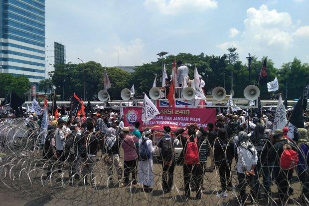 """Demo Tolak Perppu Ormas, Massa Teriak """"Khilafah, Khilafah !!"""""""