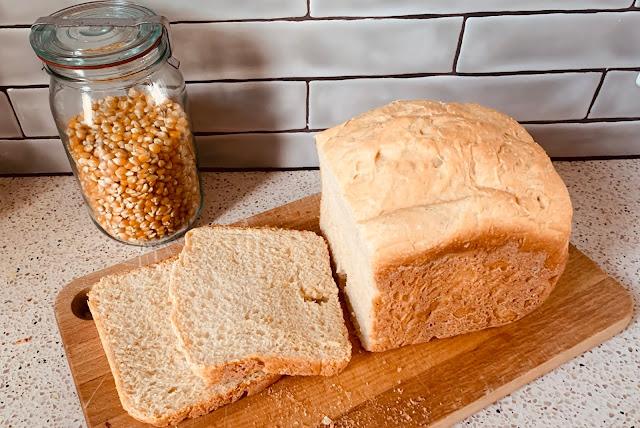 Zelfgebakken Maisbrood