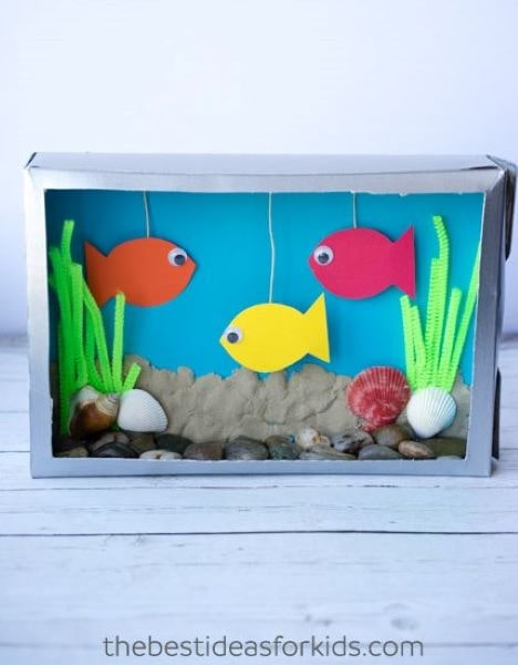 This cereal box aquarium is so much fun to make and a great way to recycle your empty cereal boxes!