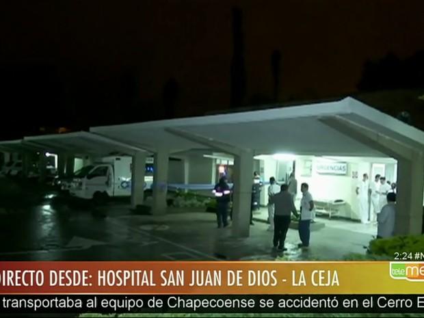 Avião com equipe da Chapecoense e 82 passageiros cai na Colômbia matando 76 pessoas