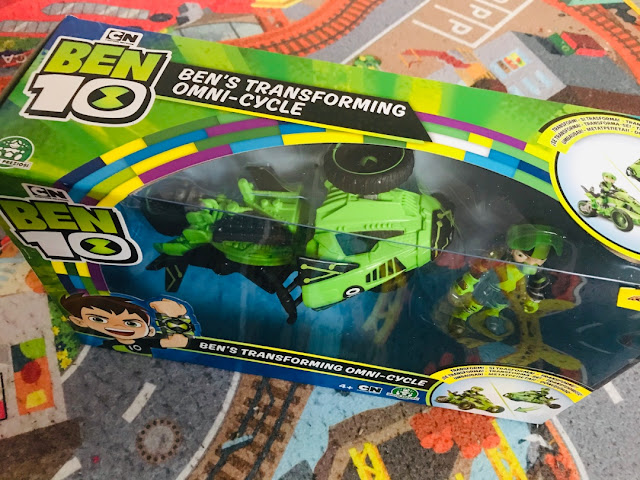 Ben 10's Transforming Omni-Cycle Playset