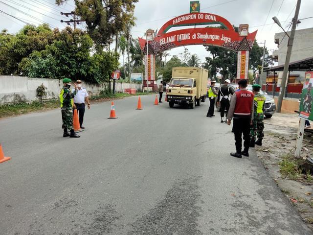 Bersama Dinas Terkait Personel Jajaran Kodim 0207/Simalungun Perketat Ops PPKM Skala Micro Level lV Di Simpang Sambo