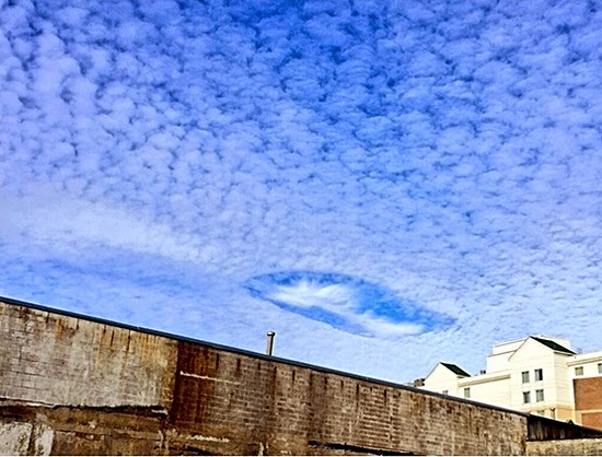 Fallstreak Holes - Buracos em Nuvens