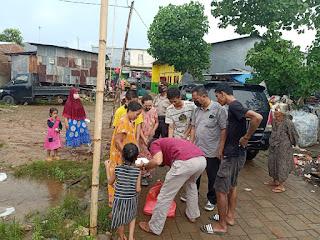 Peduli Masyarakat, Kapolda Sulawesi Selatan Bagikan 1000 Kotak Nasi Di Wilayah Tamalanrea