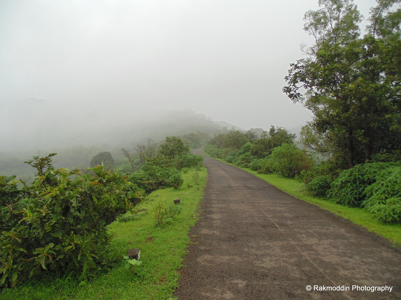 Monsoon bike ride to Madhe Ghat