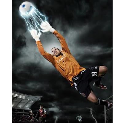 fotomontaje de portero y futbol