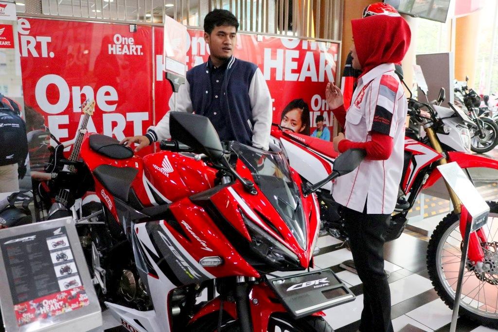 Honda CBR150R Pimpin Segmen Sport Full Fairing 150cc di akhir semester 1 tahun 2018