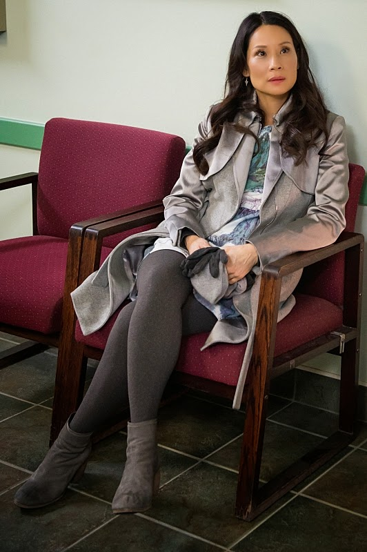 Joan Watson wearing winter coat jacket leggings gloves leg warmer snow boots in Elementary Season 3 Episode 16 For All You Know