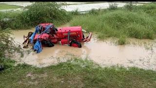 #Accident : ट्रैक्टर पलटने से चालक की मौत, कोहराम   #NayaSaveraNetwork