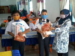SMPN 1 Limapuluh Santuni Anak Yatim Dan Siswa Kurang Mampu