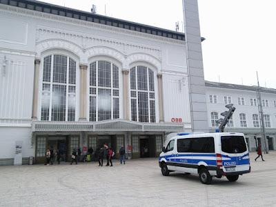 Deutsche Bundespolizei am Bahnhof Salzburg