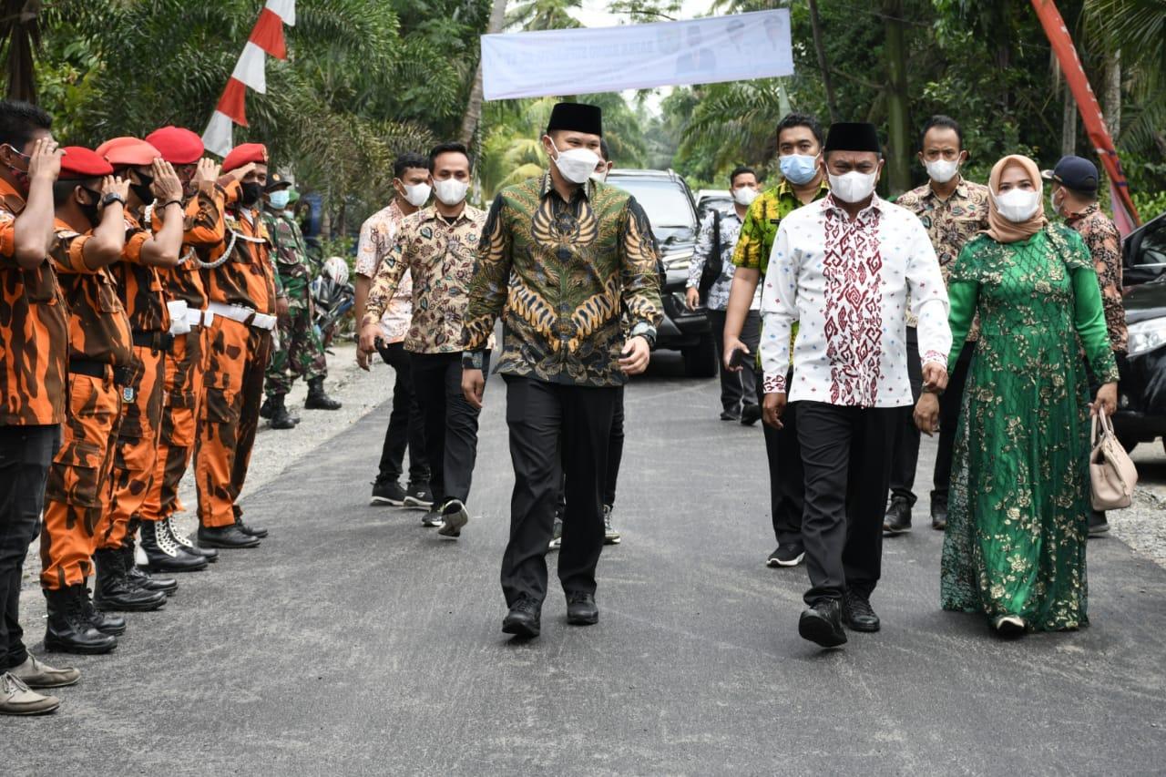 100 Hari Masa Kepemimpinan, Bupati Didampingi Wabup Sergai Resmikan Jalan di Teluk Mengkudu