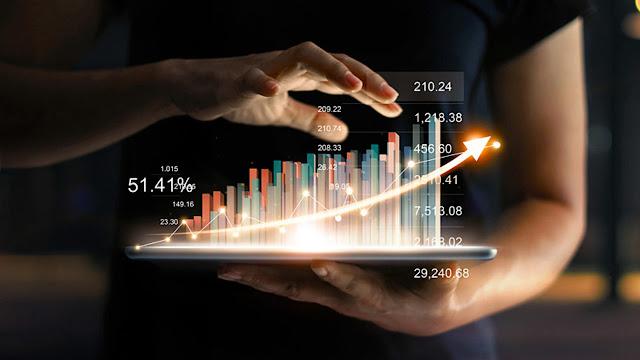 هل يجب عليك الاستثمار في العقارات أو الأسهم؟