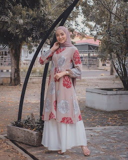 Inpirasi baju lebaran bunga pastel