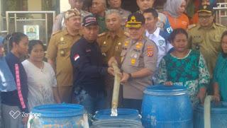Satu Hari Kapolres Cirebon Kota Dan FCC Salurkan Bantuan Air Bersih Di Dua Desa