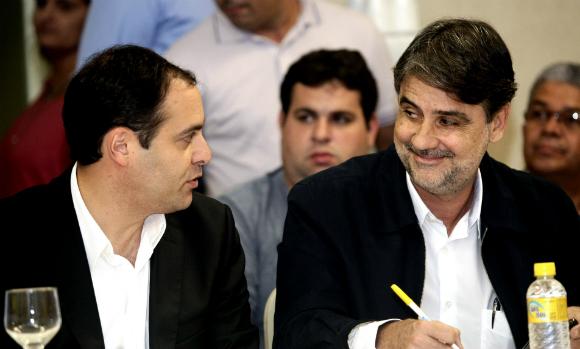 http://www.blogdofelipeandrade.com.br/2016/02/paulo-camara-se-ausenta-do-governo-por.html