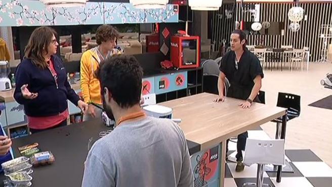 Tv e spettacoli grande fratello 14 andrea cocco porta il for Cucinare yakisoba