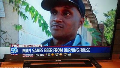 Lustige Menschen im Fernsehen - Mann rettet Bier aus brennendem Haus