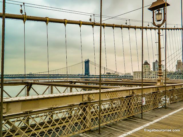 A Manhattan Bridge vista da Ponte do Brooklyn
