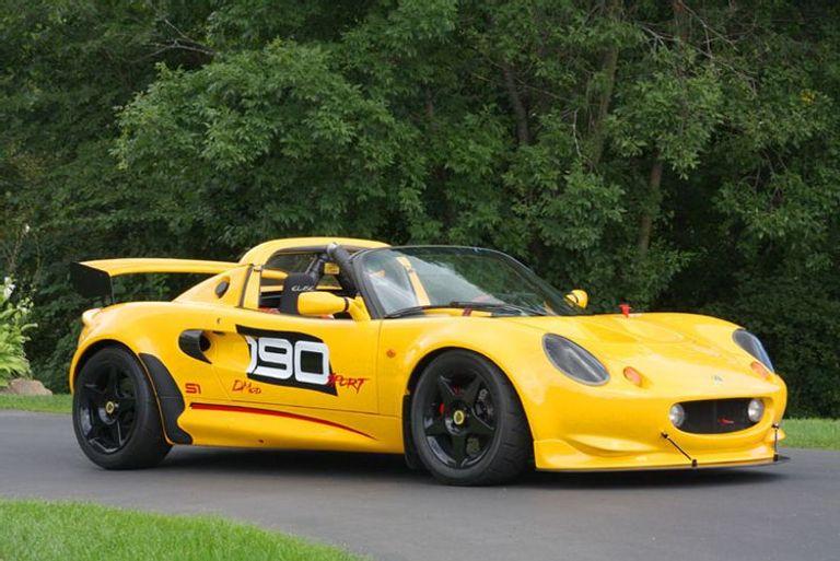 طراز Lotus Elise S1 Sport 190، الذي طرح بوزن 1477 ألف رطل