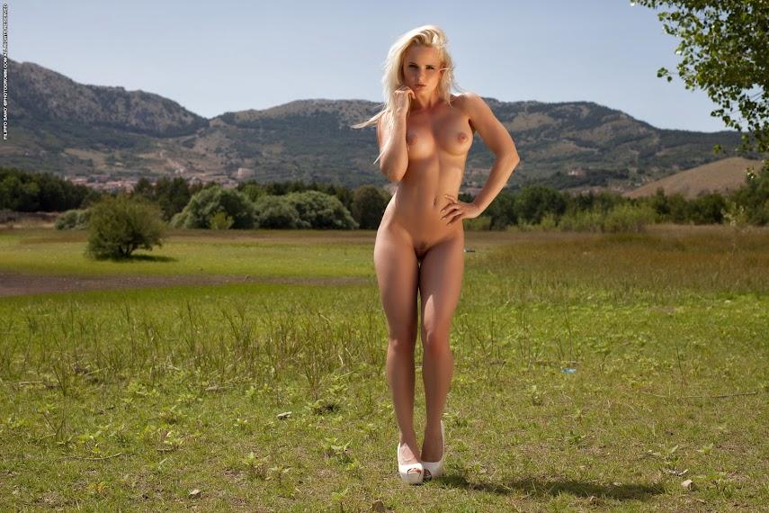 [PhotoDromm] Victoria Angel - Break At The Lake