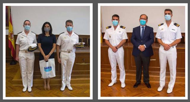 Directores de SAES y Navantia con alumnos premiados (ESUBMAR).