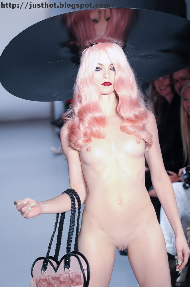 Backstage nudes of the catwalk