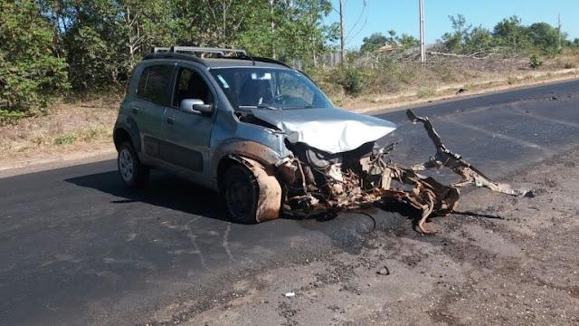 Acidente envolvendo carro de passeio, carreta e micro-ônibus é registrado próximo ao distrito do Guaporé