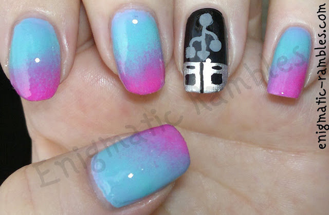 USB-nail-art-time-era-challenge-futuristic-gradient