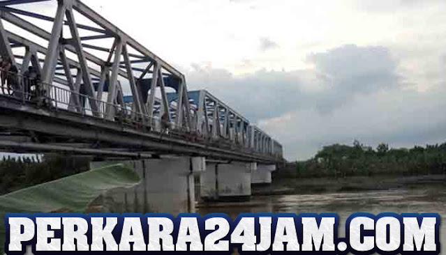 Seorang Ibu Muda Nekat Terjun Dari Jembatan Bengawan Solo Di Sragen