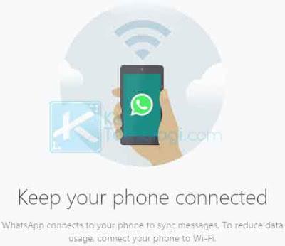 Jika Anda perhatikan pada halaman utama WhatsApp ketika berhasil login, Anda akan melihat pemberitahuannya langsung bahwa Anda diharuskan menjaga ponsel agar tetap terhubung untuk bisa menggunakannya.