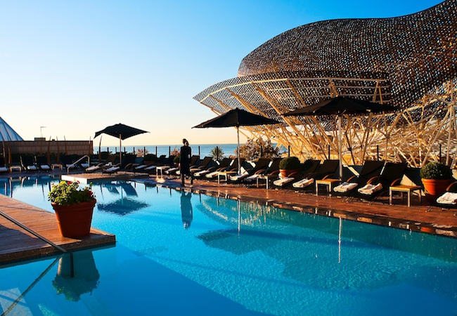 Into the blue the top hotels with pools in barcelona for Hotel aris barcelona