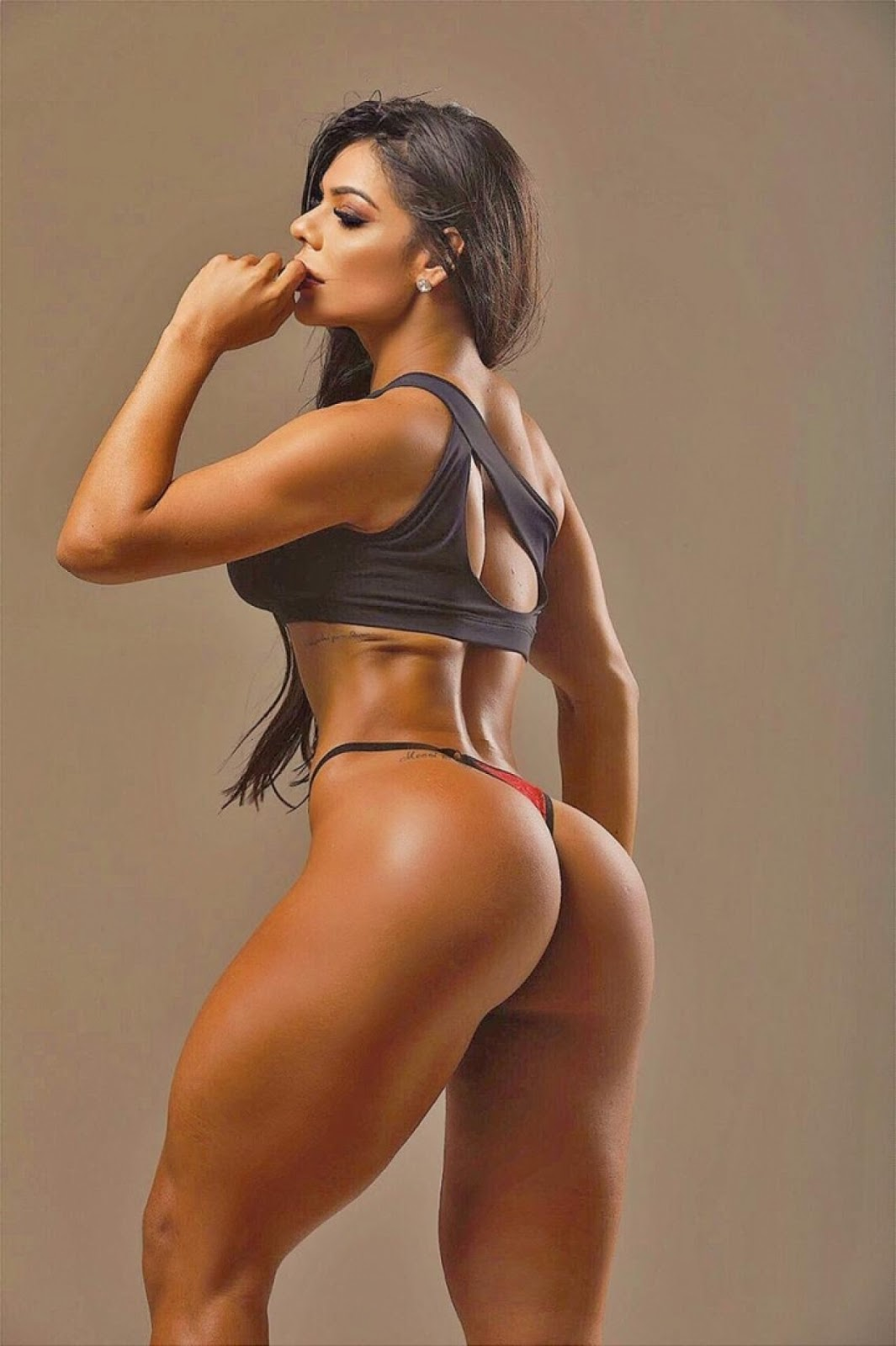 Suzy Cortez treina forte e faz dieta rigorosa
