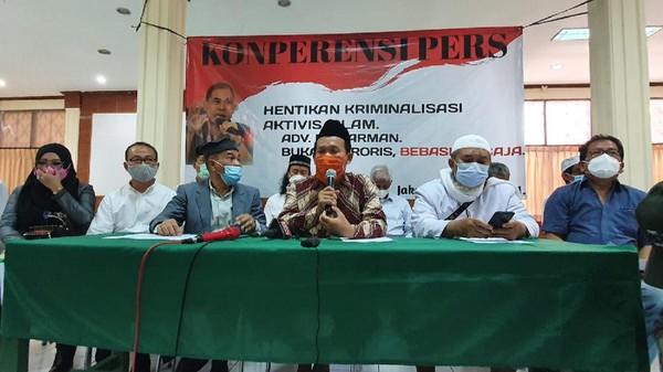 Sahabat Minta Jokowi Bebaskan Munarman dari Tahanan