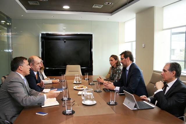 Pedro Ortega se reúne con REE para buscar una alternativa al tendido eléctrico de Fuerteventura
