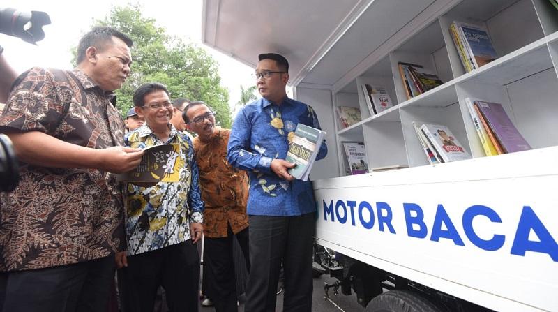 TEPAS Tema Literasi : Gubernur Jabar Serahkan Hibah 24 Motor Baca Ke Kabupaten/Kota