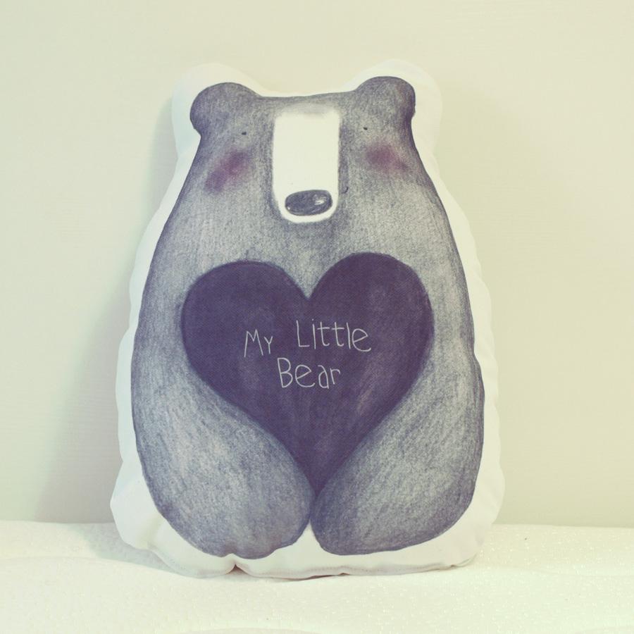 El cojín más amoroso tiene forma de oso - Dibucos
