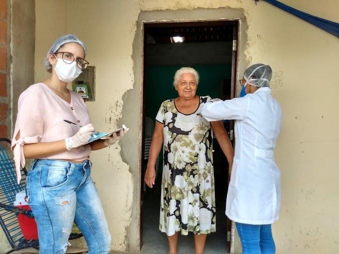 Prefeitura de Olho d'Agua do Casado realiza vacinação contra a Gripe Influenza, em sistema domiciliar durante a Pandemia do COVID-19