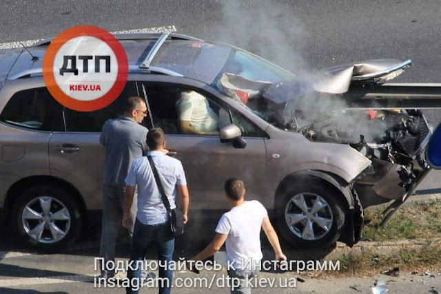 Subaru наехал на отбойник, который прошил автомобиль